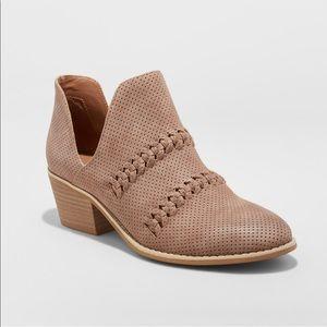 ca7075cc0ad Universal Thread Shoes - Women s NWT Autumn Braided Cut Out Fashion Boots
